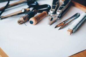 Outils pour réaliser la maintenance d'une scie circulaire